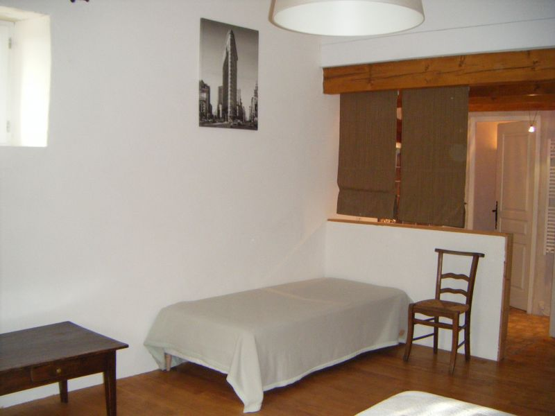 chambre blanche best la chambre blanche with chambre blanche good chambre blanche apt with. Black Bedroom Furniture Sets. Home Design Ideas